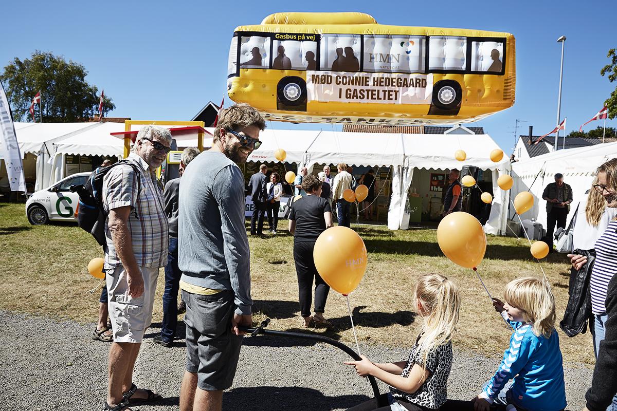 HMN Naturgas buss som jätte reklamballong
