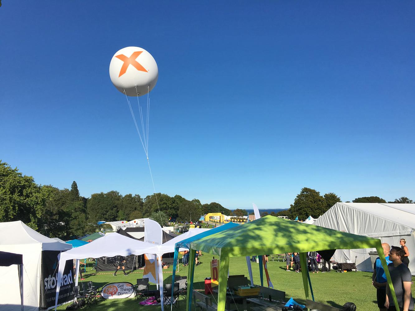 Jätteballonger med helium