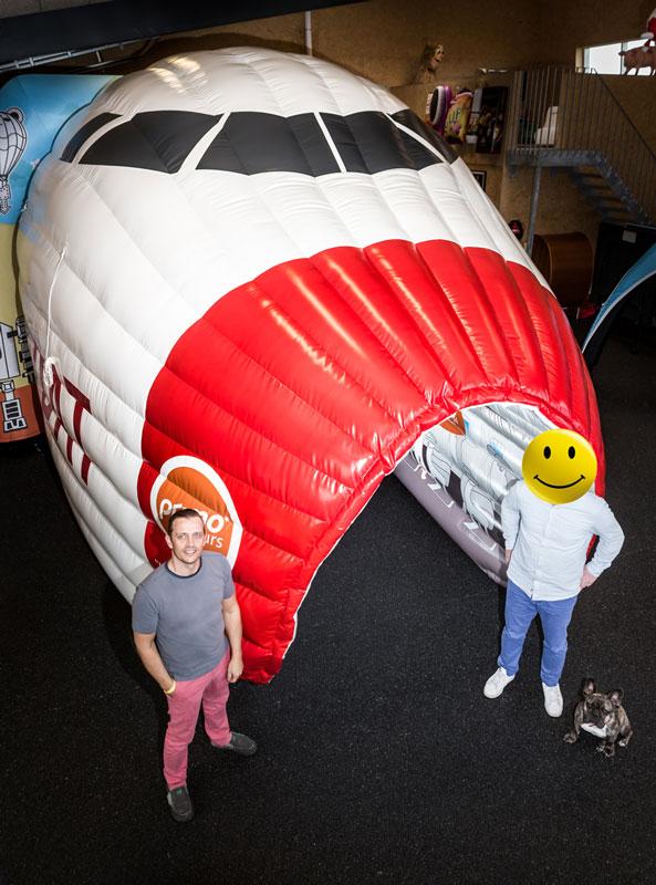 Uppblåsbart flygplan för Primo Tours